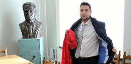 Patryk Jaki nosi szalik za 2 tys. zł? Burza wśród internautów