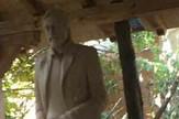 Statua Gaga Nikolic, vajar Dragan Dimitrijevic i predstavnik Merkura Jasmina Veskovic