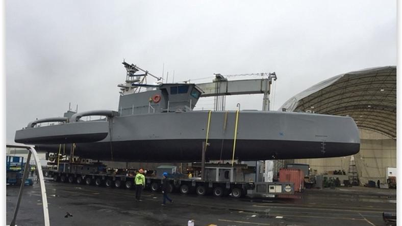 Amerykańska agencja DARPA kilka lat temu ogłosiła chęć stworzenia bezzałogowego łowcy okrętów podwodnych, a teraz chwali się jego prototypem. Testy supernowoczesnego i zrobotyzowanego Sea Huntera mają rozpocząć się już w kwietniu!