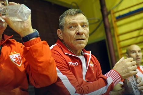 Miloš Šestić u ulozi trenera veterana Zvezde