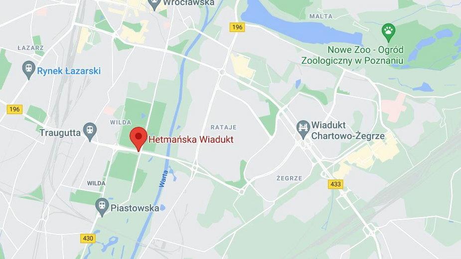 Wypadek w Poznaniu. Samochód stanął w płomieniach. Zginęły dwie osoby
