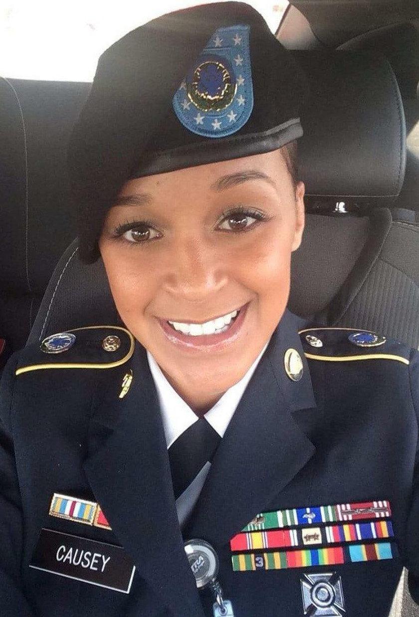 Piękna żołnierka przerwała milczenie. Wyznała wstrząsającą prawdę
