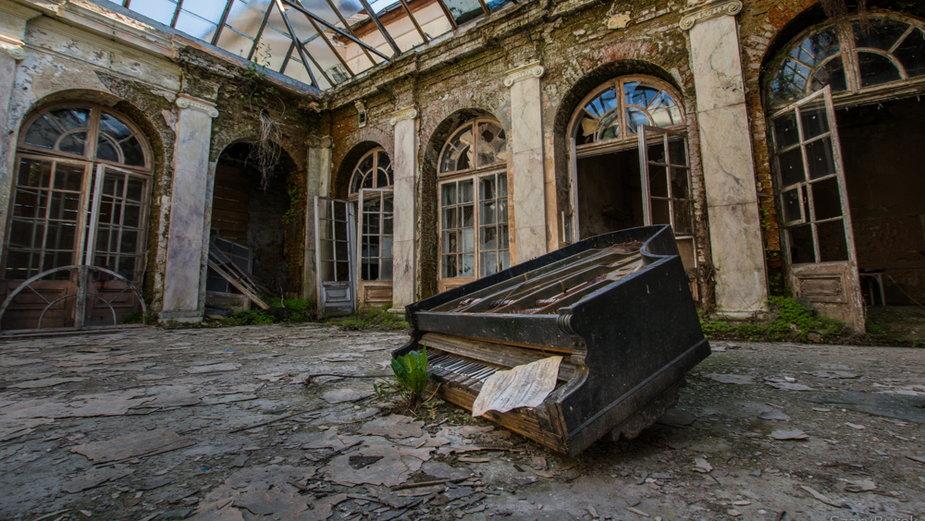 Pałac w Bratoszewicach