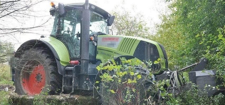 Ukradziono bardzo drogi traktor. Policja zatrzymała podejrzanych. Jeden z nich to... znany miejscowy polityk!