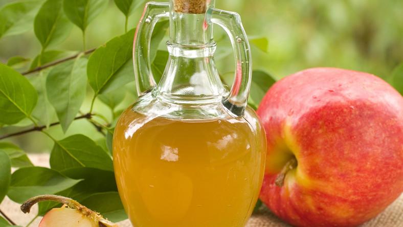 Jest to dość popularna przyprawa, dodawana na przykład do sałatek. Ocet jabłkowy w przeciwieństwie do winnej odmiany ma delikatniejszy smak i - jak przekonują zwolennicy medycy naturalnej - wiele prozdrowotnych właściwości. Ich listę i propozycje zastosowania octu jabłkowego publikuje serwis HealthyFoodHouse.com