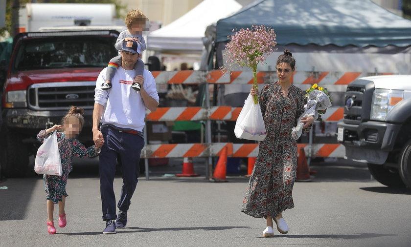 Mila Kunis i Ashton Kutcher z dziećmi.