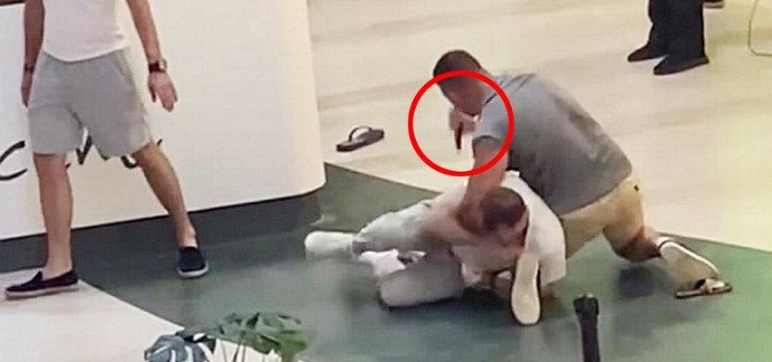 Atak nożownika w Arkadii. Krew bryzgała po podłodze! Wiadomo, dlaczego mężczyzna rzucił się z nożem na Turków