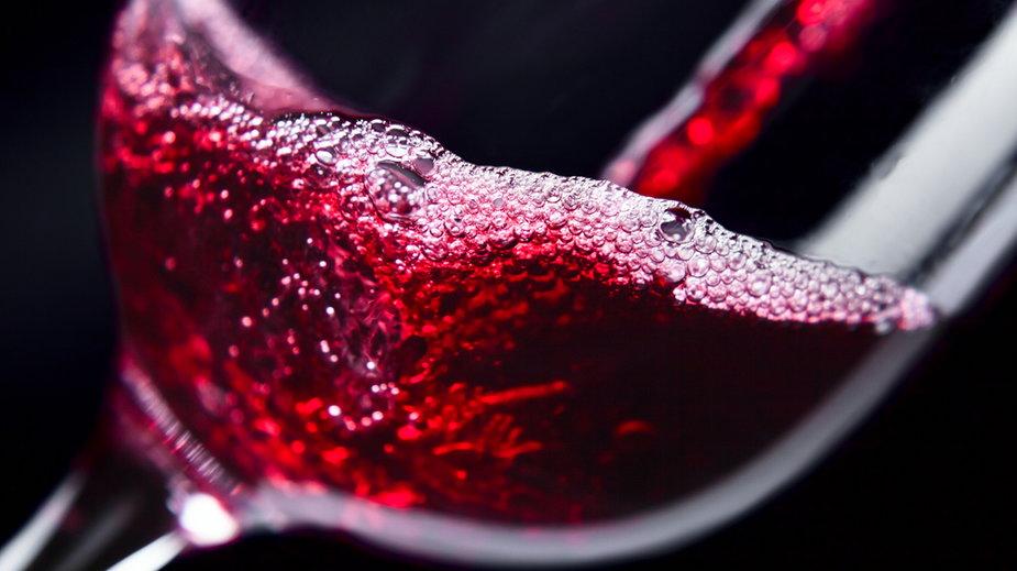 Czy warto zainwestować w chłodziarkę do wina?