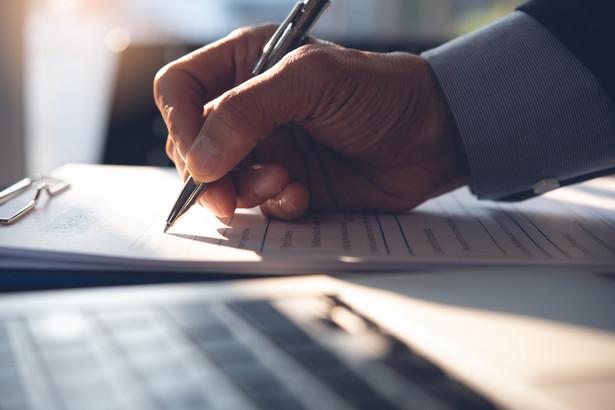 Umowę o zarządzanie PPK i umowę o prowadzenie PPK należy zawrzeć z datą bieżącą