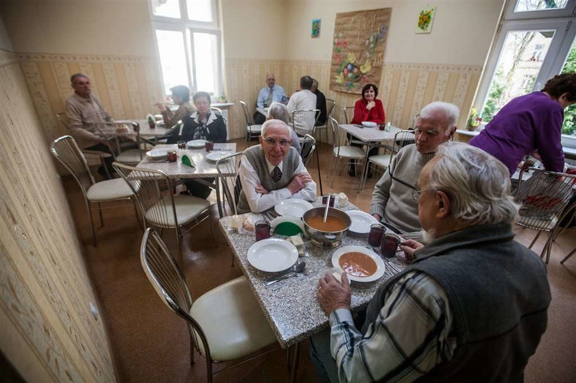 Miasto oszczędza na seniorach