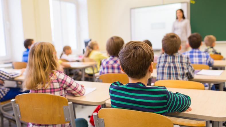 Szkoły zamiast zwalniać, musiały nauczycieli zatrudniać