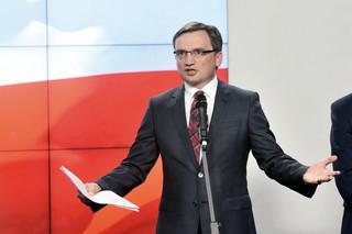 Polacy skazani na podsłuchy. Służby będą szpiegować obywateli