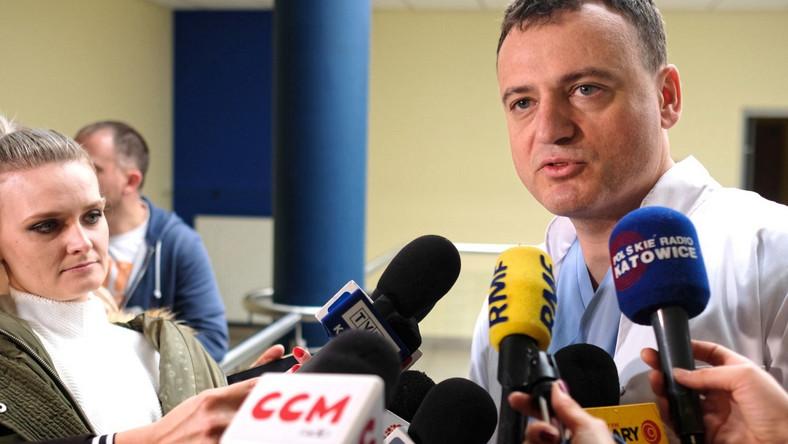 Dr Marek Ochman podczas konferencji prasowej z okazji Dnia Transplantologa w Śląskim Centrum Chorób Serca w Zabrzu