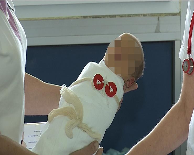 Kraljevo 02 - Beba u kraljevačkoj bolnici - Foto N. Božović