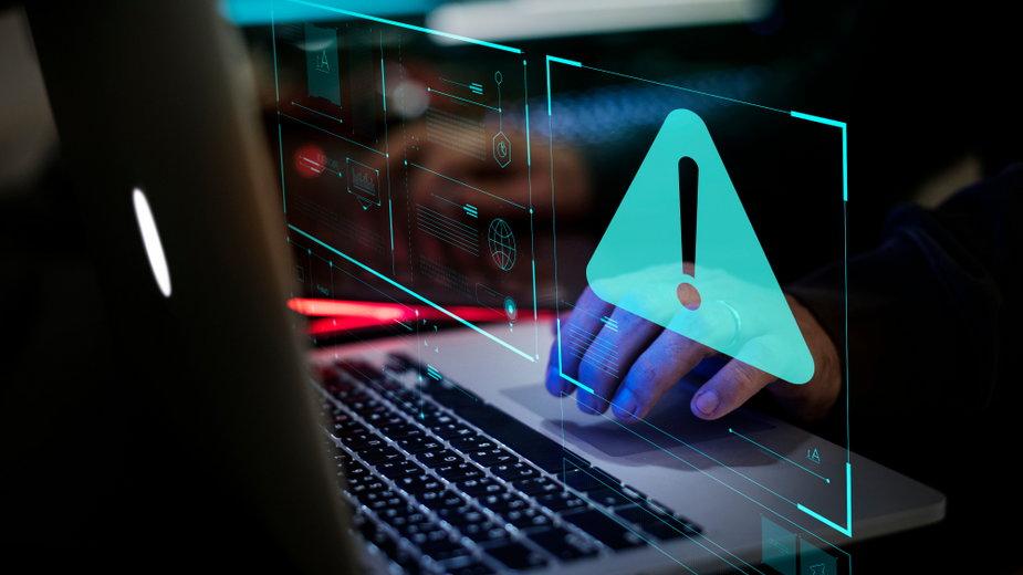 Września: Zaufał oszustowi internetowemu. 32-latek stracił 200 tys. zł