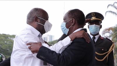 Côte-d'Ivoire : Ouattara et Gbagbo se serrent la main