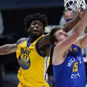 """""""NA OVO NAS NIJE NAVIKAO!"""" Majstorija koju je Nikola Jokić izveo donela mu je i mesto u vrhu NBA Top 10 liste /VIDEO/"""