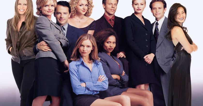 """Taki biurowy dress code był typowy w talatch 90. XX wieku (Na zdjęciu: kadr z serialu """"Ally McBeal"""")"""