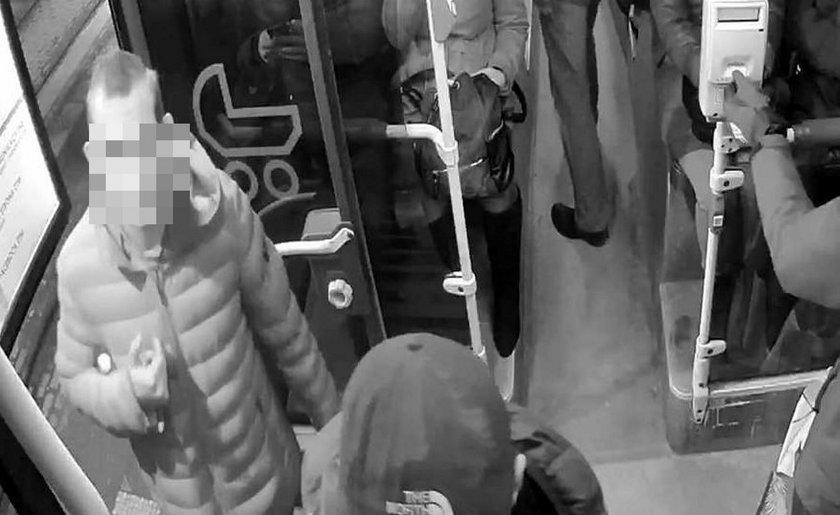 Policja zatrzymała dwóch sprawców rasistowskiego ataku
