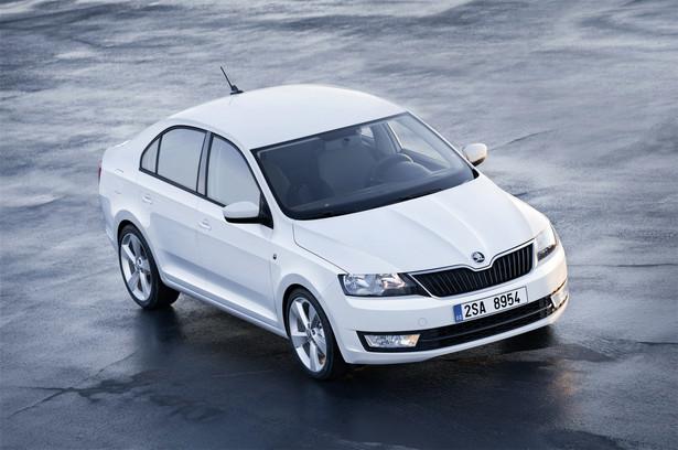 Škoda Rapid ŠKODA Rapid, idealnie uzupełnia dotychczasową gamę modeli, wpasowując się pomiędzy Fabię oraz Octavię. Pomimo kompaktowych wymiarów zewnętrznych wygodnie i komfortowo podróżować tu może aż pięciu pasażerów. Rekord w segmencie ustanawia pojemność bagażnika wynosząca aż 550 litrów! Rapid oferowany będzie w Polsce w pięciu ekonomicznych wersjach silnikowych. Ceny zaczynają się od 43 860 zł.