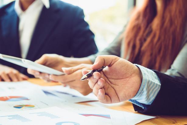 Biegły rewident oceniający sprawozdanie finansowe ma obowiązek w trakcie badania ustosunkować się do problemu zaprezentowania wszystkich istotnych zdarzeń i ich skutków.