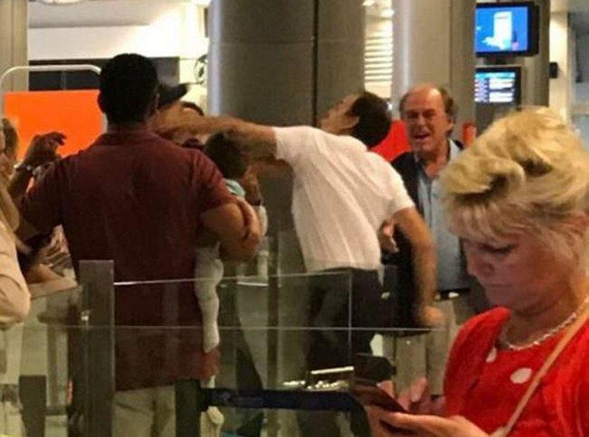 Pracownik lotniska uderzył pasażera trzymającego dziecko
