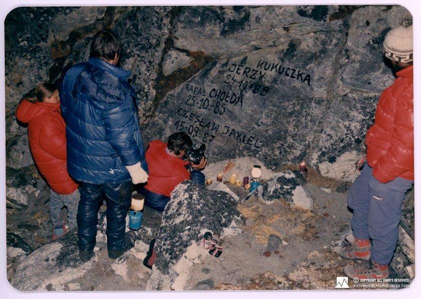 LHOTSE 1989 r. Wyprawa na Lhotse 1989. Kierownik wyprawy Jerzy Kukuczka. Próba wejścia nową drogą, p