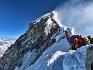 T?umy atakuj? Mount Everest