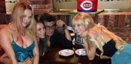 Charlie Sheen imprezował z aktorkami porno. FOTY