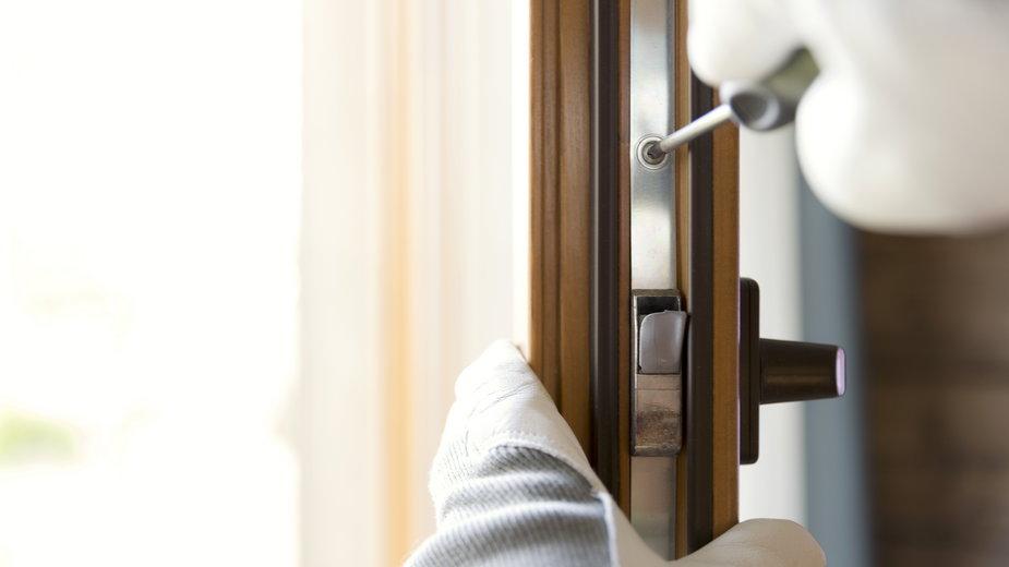 Regulację okien można wykonać samodzielnie - artursfoto/stock.adobe.com