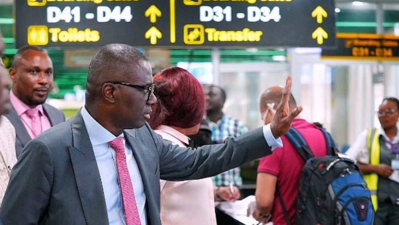 Babajide Sanwo-Olu's government is planning to encourage religious leaders to shut Sunday and Juma'at services. (Punch)