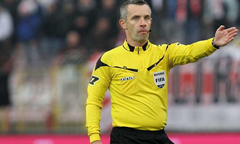 Sędzia Robert Małek już po kilku chwilach wiedział, że popełnił błąd nie uznając gola Marcina Kaczmarka w meczu ŁKS - Wisła