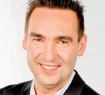 """Rafael Badziag, przedsiębiorca i mówca motywacyjny, autor książki """"Umysł miliardera"""", opartej na rozmowach z 21 miliarderami z listy najbogatszych """"Forbesa"""" (fot. mat. prasowe)"""