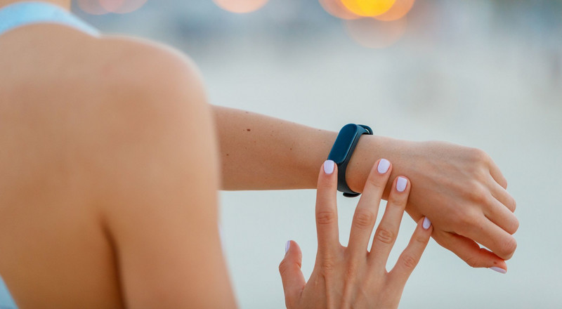 Can Your Fitness Tracker Tell If You're Sick With COVID-19?
