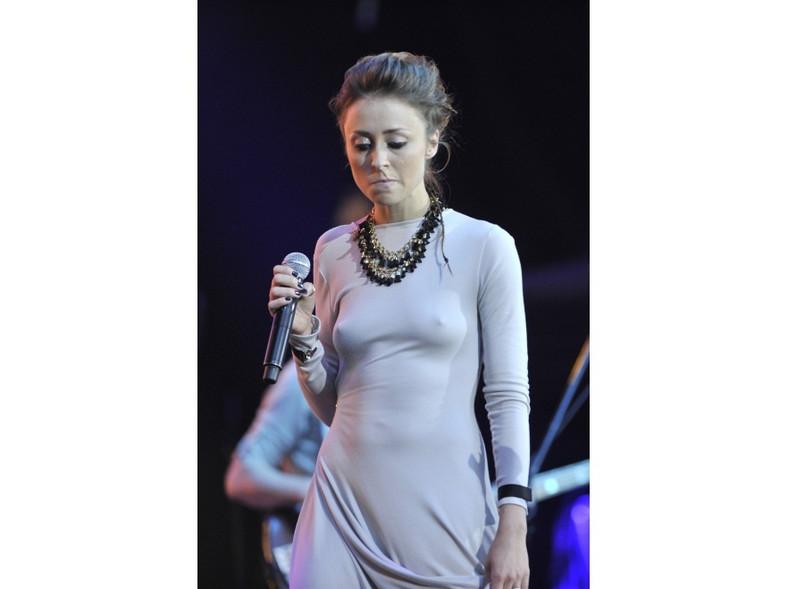 Brak bielizny sprawiał, że suknia Natalii Przybysz stawała się bardzo seksowna.
