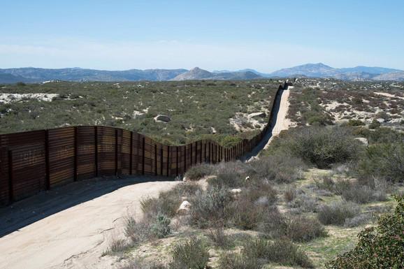 Iloiz Tames smatra da zid nije rešenje