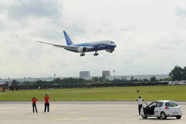 Najnowocześniejszy samolot świata Boeing 787 Dreamliner na 49. Air Paris Show. fot. Fabrice Dimier/Bloomberg