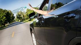 Nawet 1700 złotych kary za wyrzucanie śmieci przez okno samochodu