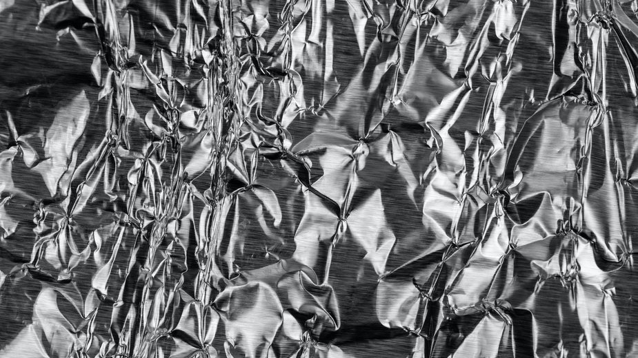 Jak używać folii aluminiowej? - Volodymyr Hryshchenko/unsplash.com