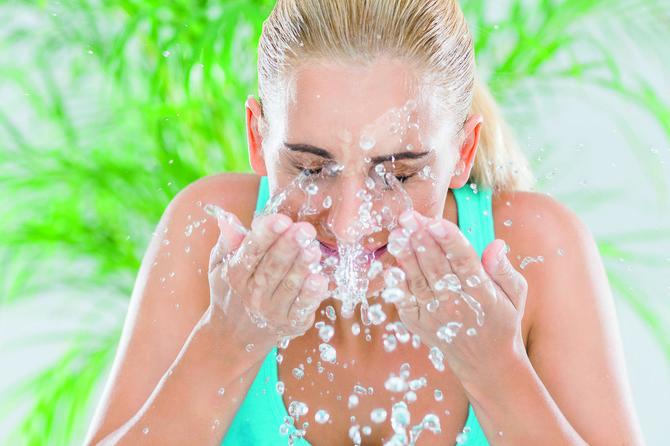 Umivajte se vodom, ali kiselom