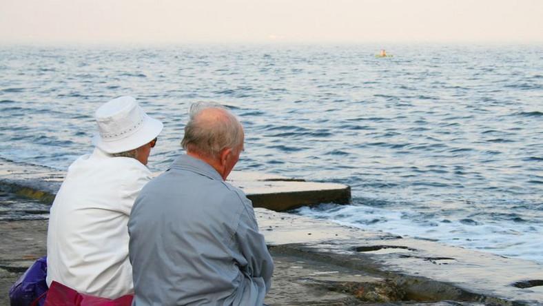 KE zachęca do wydłużenia pracy i wyrówniania wieku emerytalnego w UE