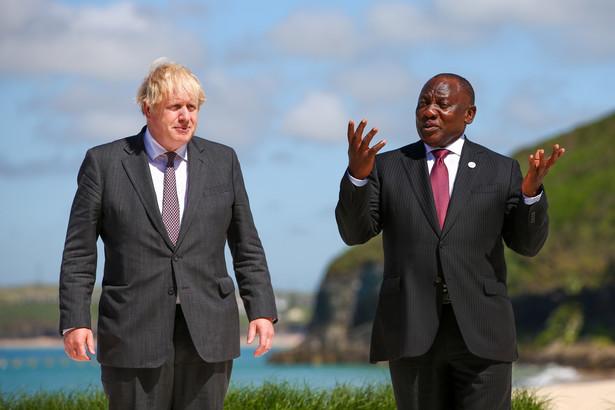 Boris Johnson i Cyril Ramaphosa (RPA) podczas G7 2021