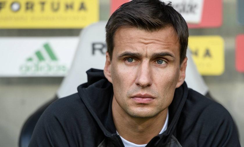 Jarosław Bieniuk ogląda Euro 2020 z najmłodszym synem.