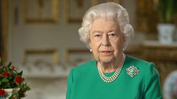Wspólnie walczymy z tą chorobą i chcę was zapewnić, że jeśli pozostaniemy zjednoczeni i niezachwiani, to uda nam się ją pokonać - powiedziała królowa Elżbieta II