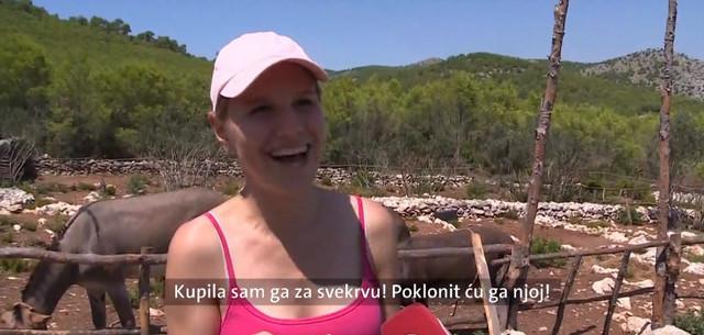 Turistkinja iz Slovenije sa poklonom za svekrvu