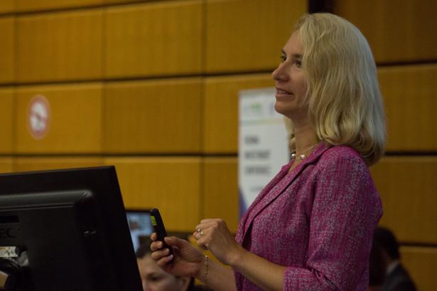 Prof. Beata Javorcik jest od lutego 2019 r. głównym ekonomistą Europejskiego Banku Rozbudowy i Rozwoju. Doktor ekonomii Uniwersytetu Yale, profesor tytularny ekonomii na Uniwersytecie w Oxfordzie. Wcześniej pracowała w Banku Światowym w Waszyngtonie.