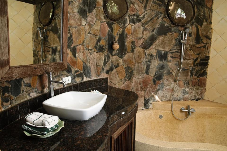 Aranżacja łazienki W Kamieniu Naturalnym Dom