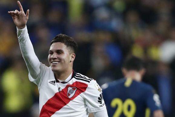 KLJUČNI GOL KOJIM JE RIVER DOŠAO DO TITULE Ovo je remek-delo Kintera za trofej Kopa Libertadoresa /VIDEO/