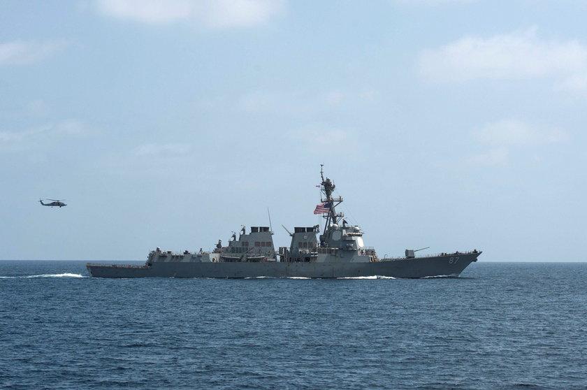 USS Mason znów otworzył ogień