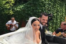 PRVE FOTOGRAFIJE MLADENACA Pogledajte kako izgleda Aleksandra u prelepoj venčanici, u kočijama krenuli ka crkvi